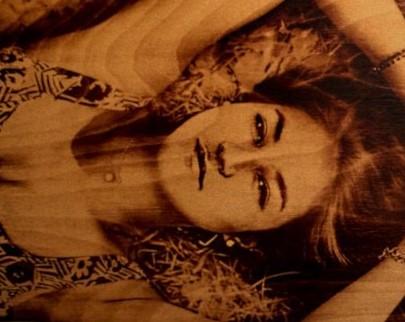 портрет на дереве на заказ в Хабаровске